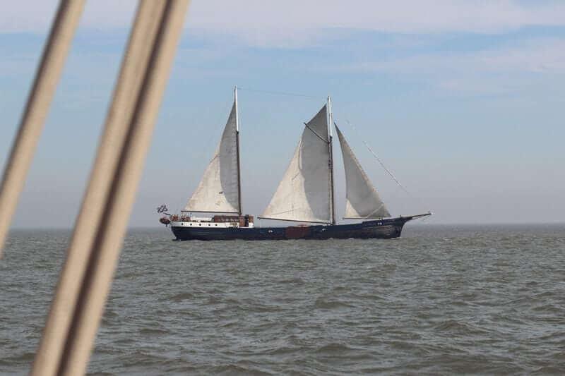 https://cdn.boatbiketours.com/wp-content/uploads/2018/02/Wapen_fan_Frysl%C3%A2n_sailing_1.jpg