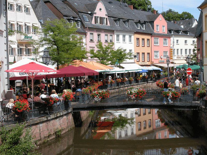 https://boatbiketours.com/wp-content/uploads/2018/02/Saarburg-Buttermarkt.jpg
