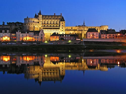 http://www.castles.francethisway.com/images/chateau-amboise.jpg