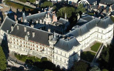 http://www.linternaute.com/sortir/monument/dossier/chateaux-de-la-loire/images/chateau-blois.jpg