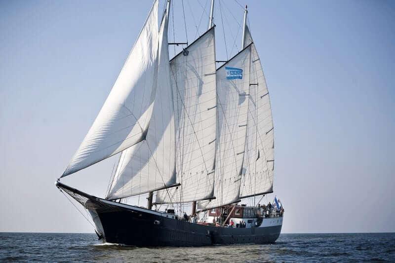 https://boatbiketours.com/wp-content/uploads/2018/02/Mare_fan_Frysl%C3%A2n_sailing_full_sail_1.jpg