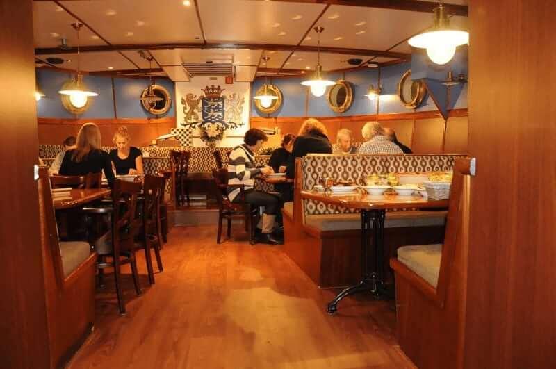 https://boatbiketours.com/wp-content/uploads/2018/02/Mare_fan_Frysl%C3%A2n_restaurant_guests.jpg