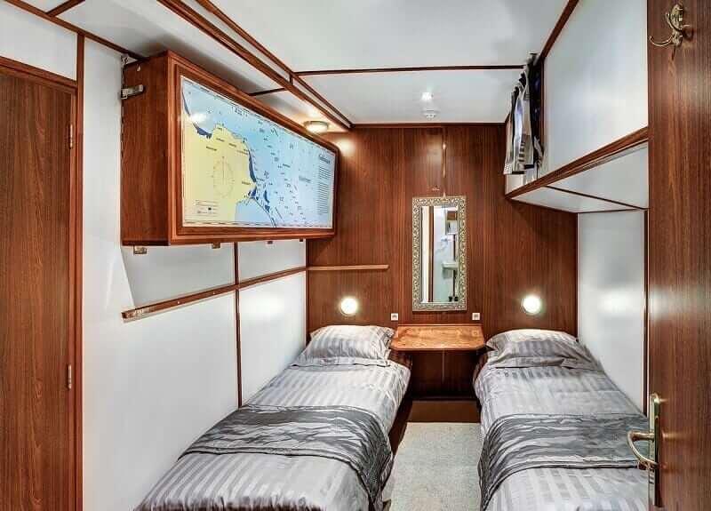 https://boatbiketours.com/wp-content/uploads/2018/02/Mare_fan_Frysla%CC%82n_cabin_twin_small-1.jpg