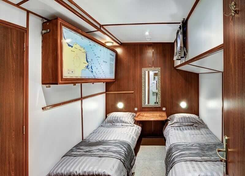 https://boatbiketours.com/wp-content/uploads/2018/02/Mare_fan_Frysla%CC%82n_cabin_twin_small-1.jpg