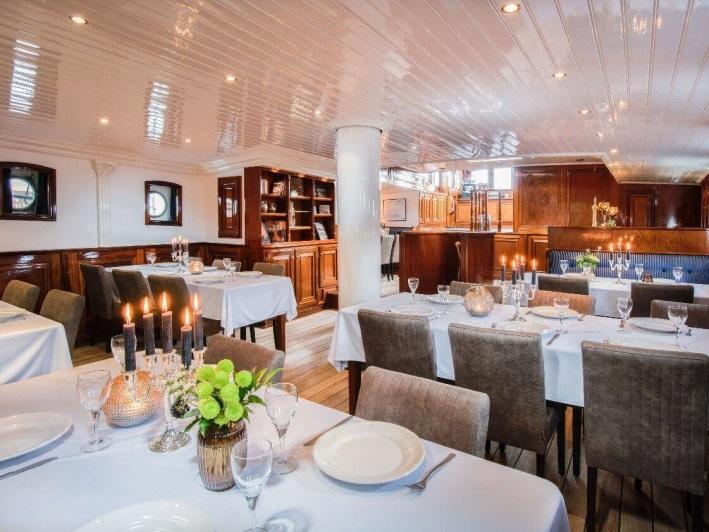 https://boatbiketours.com/wp-content/uploads/2018/02/Leafde_fan_Frysla%CC%82n_restaurant_small-1.jpg