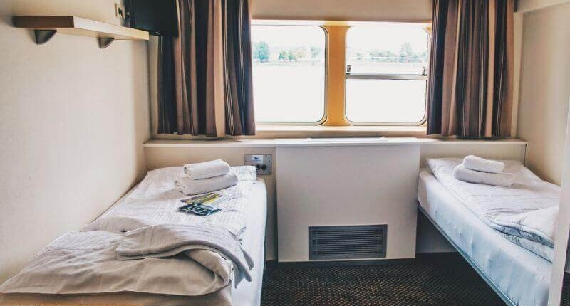 https://cdn.boatbiketours.com/wp-content/uploads/2018/02/Arlene-II_cabin_twin_lower-deck.jpg