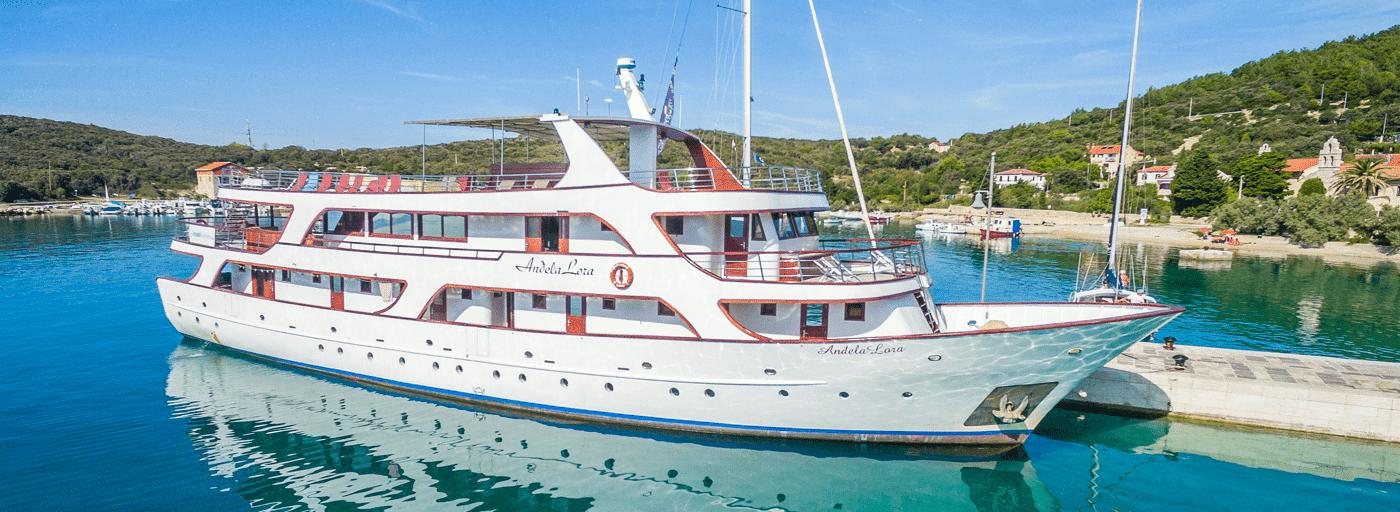https://www.inselhuepfen.com/wp-content/uploads/2018/10/Andela-Lora_Deluxe-Ship_Slider07.png